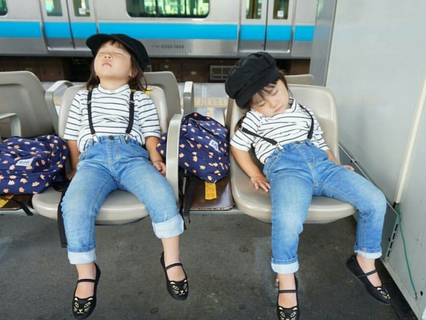 双子 昼寝