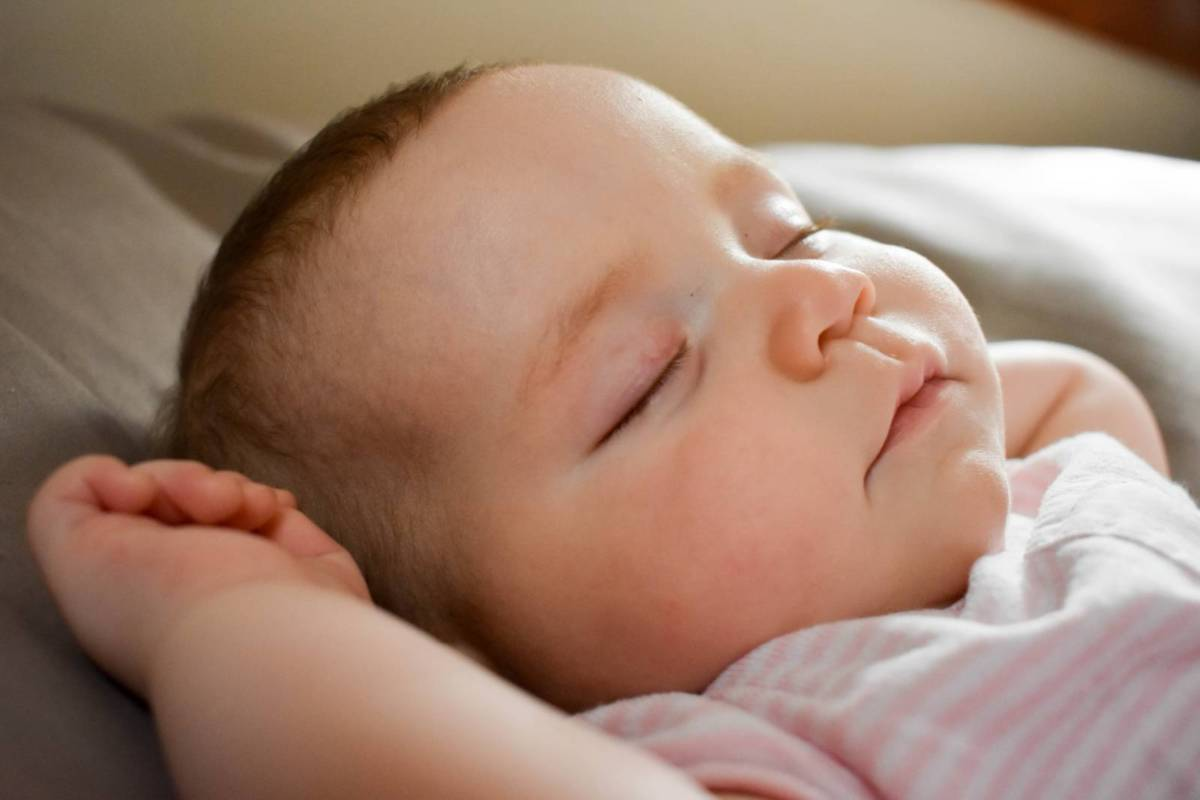 双子・多胎児の夜間授乳は同時に起こす?起こさない?